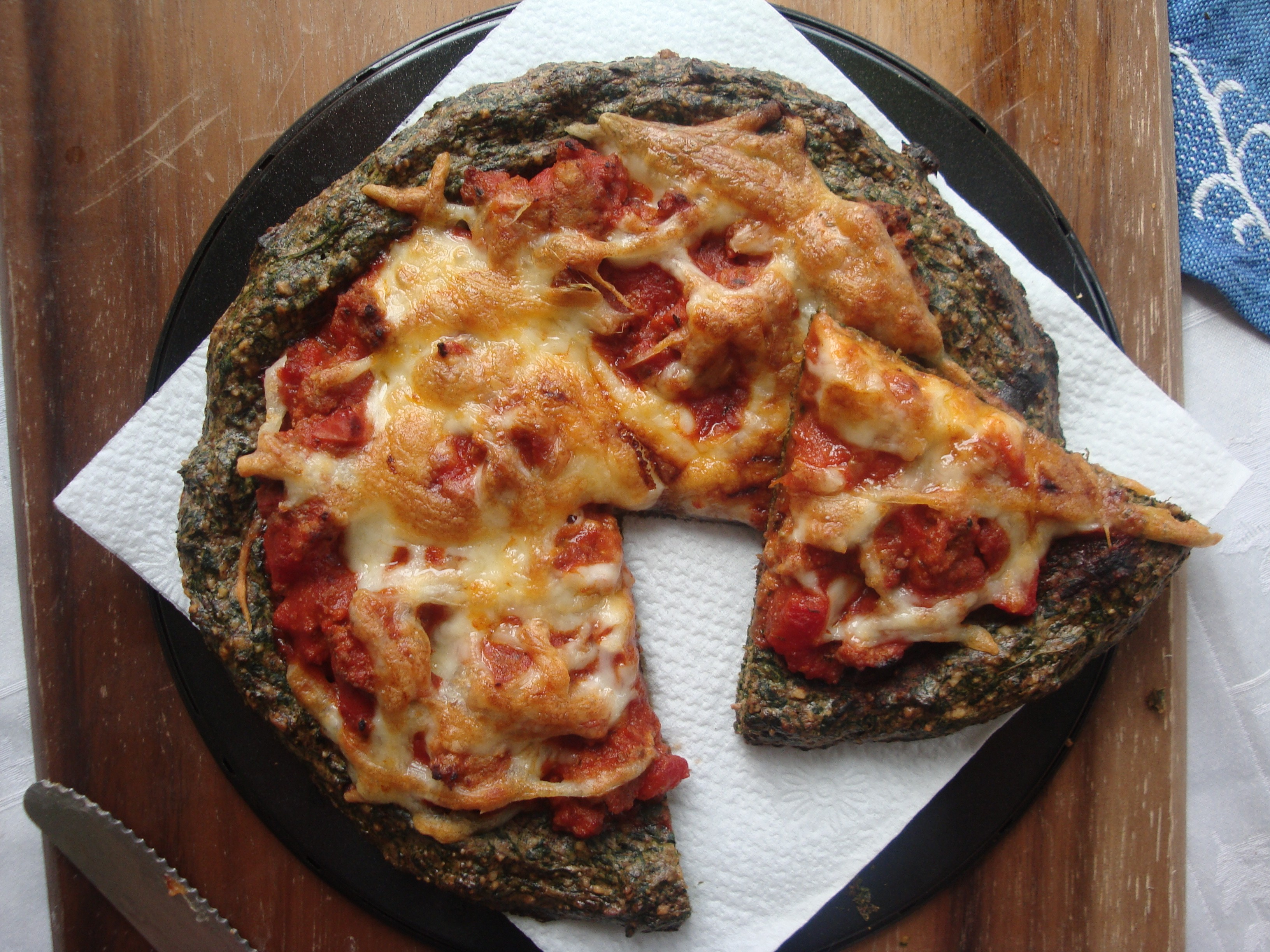paleo spinach pizza featured