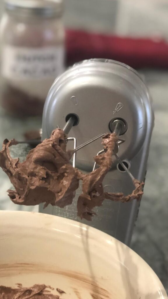 Paleo-Easy-and-Fast-Chocolate-Frosting-2